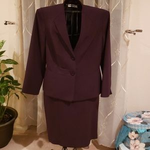 Kasper Two-Piece Suit in Eggplant